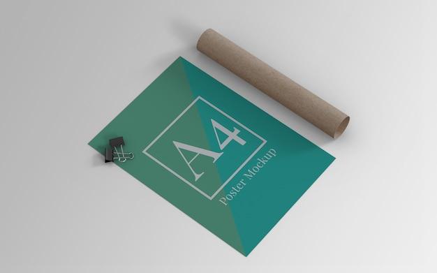 Mockup di poster a4 con clip binder e rotolo di cartone vista a sinistra