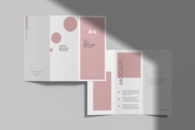 Mockup di brochure a tre ante a4 con sovrapposizione di ombre