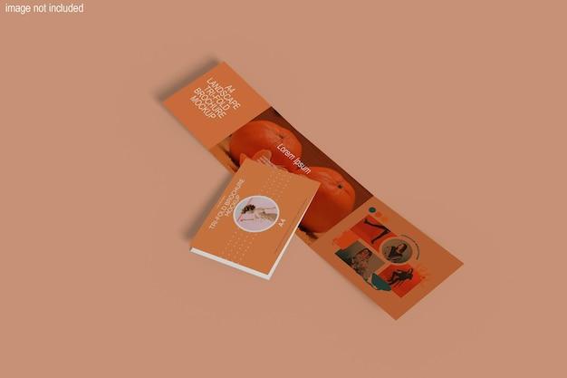 Mockup di brochure orizzontale a tre ante a4