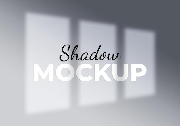 Concetto astratto della luce dell'ombra della finestra del fondo su un wall bianco