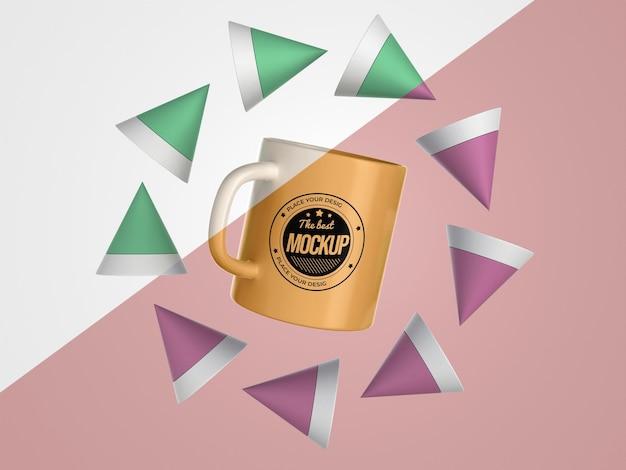 Merce di tazza mock-up astratta con coni