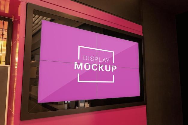 Mockup di display pubblicitario nel centro commerciale
