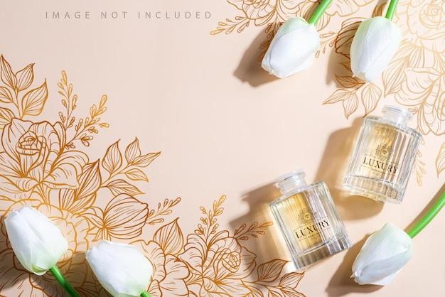 Bastoncini di deodorante per ambienti e mockup di sfondo con ombre e tulipani