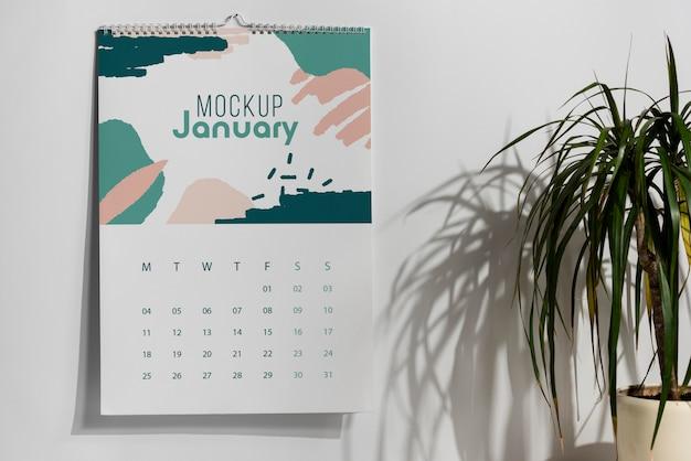 Disposizione del calendario mock-up al chiuso