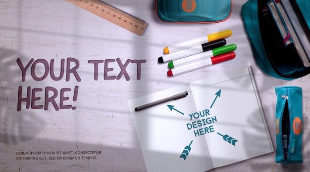 Torna a scuola mockup materiale scolastico su una scrivania luminosa con ombre sulla finestra