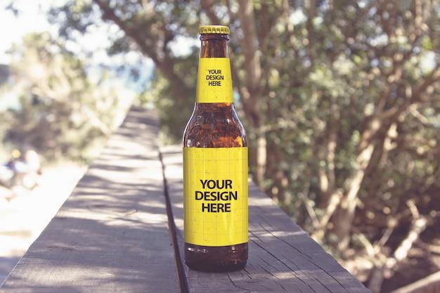 Mockup birra passerella spiaggia