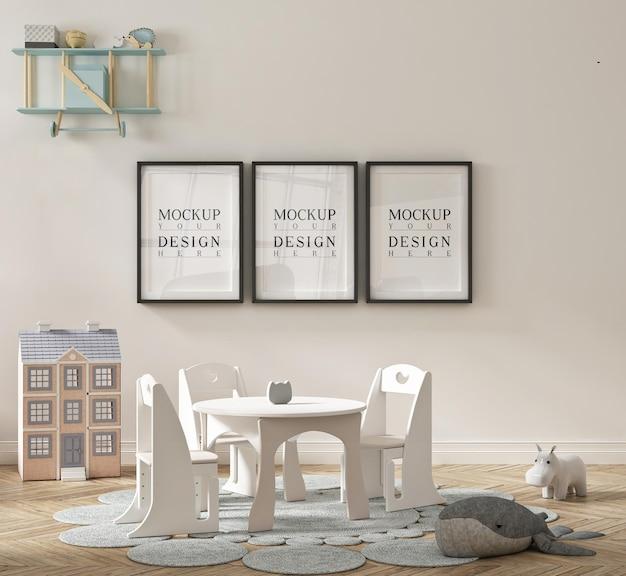 Bella simpatica aula di scuola materna con poster mockup incorniciato