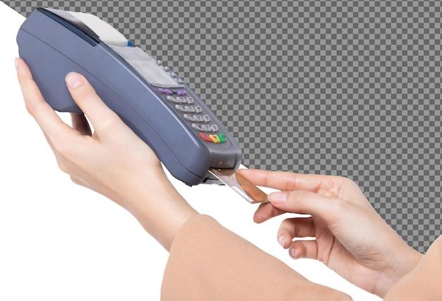 Bella mano applicare la carta di credito al dispositivo di scorrimento online per lo shopping acquistare vendere prodotti, isolati. la donna applica la carta di credito sulla macchina per la transazione con le mani della pelle a forma di slittamento, sfondo bianco da studio
