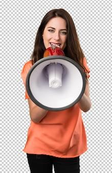 Bella ragazza in possesso di un megafono