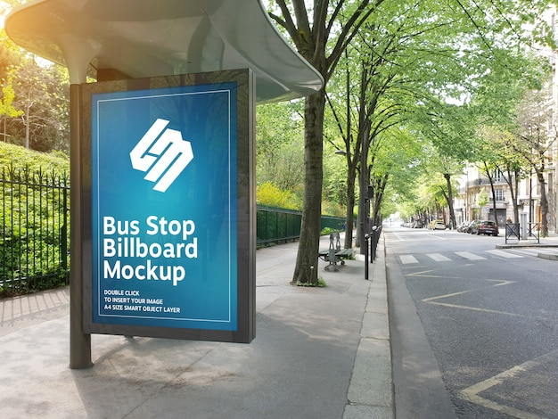 Tabellone per le affissioni nella fermata dell'autobus mockup