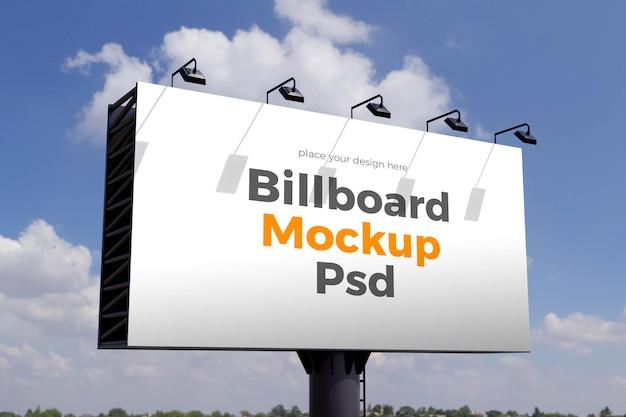 Design mockup cartellone contro le nuvole