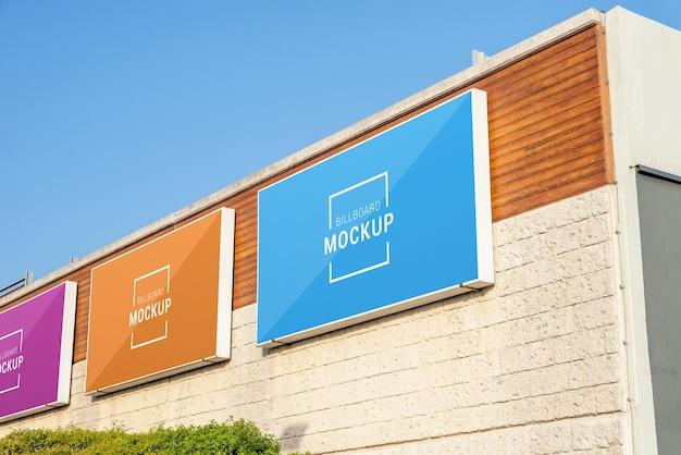 Mockup di cartelloni pubblicitari sul muro del centro commerciale