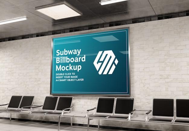 Tabellone per le affissioni nella stazione della metropolitana mockup