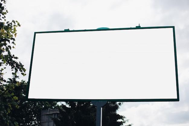 Cartellone con superficie vuota per la pubblicità