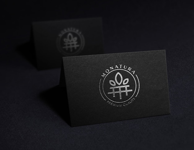 Logo mockup in lamina nera sulla carta