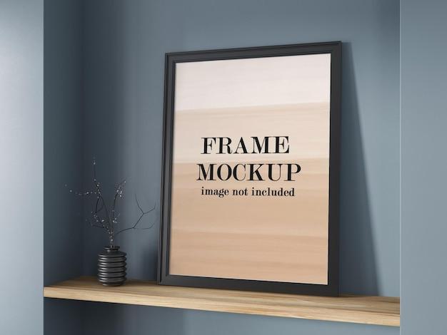 Mockup di cornice nera sullo scaffale