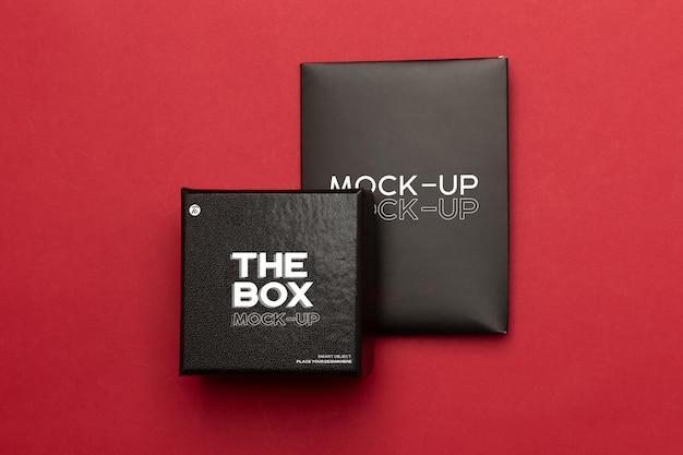 Confezione regalo nera e mockup di busta