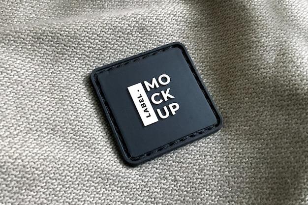 Quadrato realistico di mockup di etichetta in pelle nera