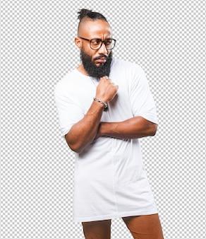 Uomo di colore che pensa sul bianco