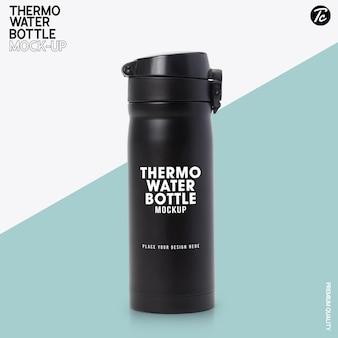 Mockup di bottiglia d'acqua termica in acciaio nero
