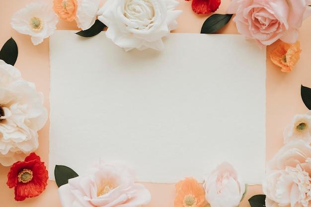 Scheda vuota sul modello di modello di fiori