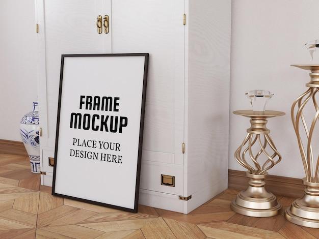 Blank photo frame mockup sul pavimento di legno