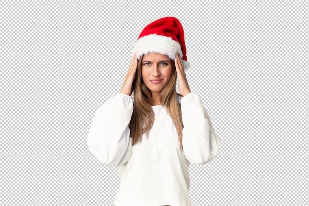 Ragazza bionda con il cappello di natale infelice e frustrata con qualcosa, espressione facciale negativa