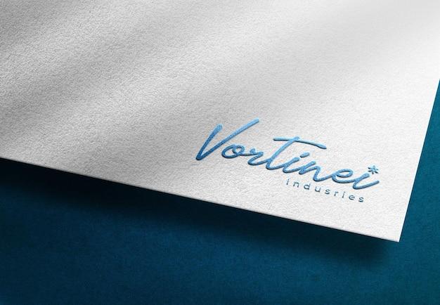 Logo mockup in lamina blu