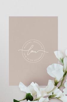 Mockup di carta invito matrimonio botanico