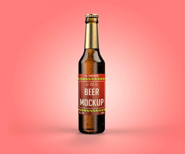 Bottiglia di birra con un'etichetta mockup