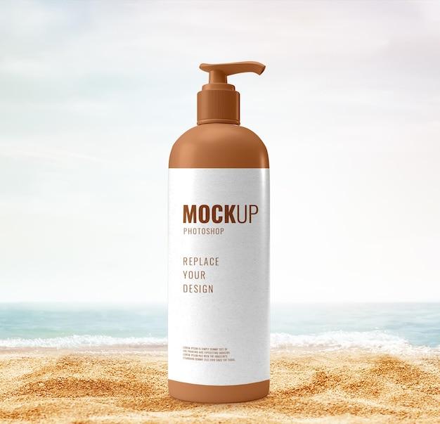 Pubblicità sulla spiaggia mockup coperchio pompa bottiglia
