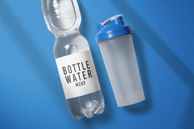 Bottiglia di acqua e shaker mockup design isolato
