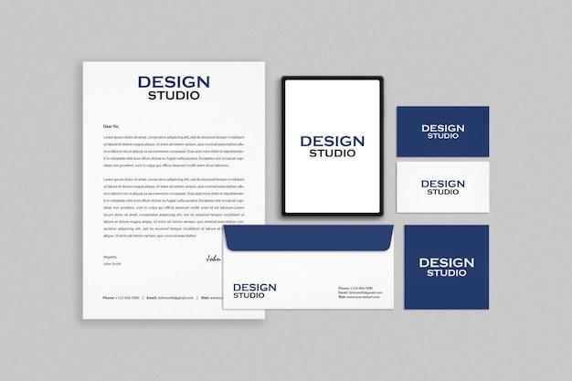 Design del mockup del set di identità del marchio