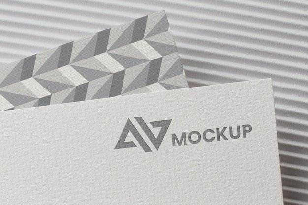 Mock-up del marchio sulla composizione della carta