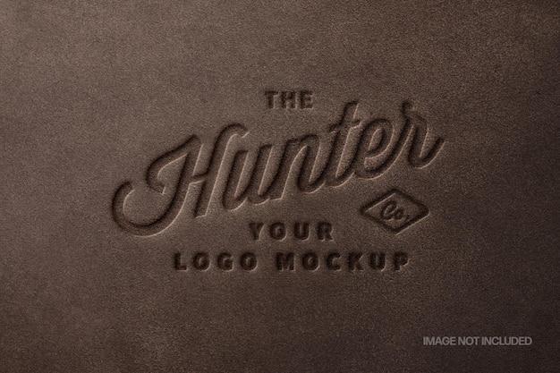 Mockup logo timbro in pelle marrone