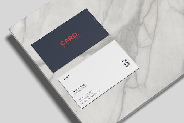 Mockup di biglietto da visita su design in marmo isolato