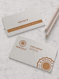 Mockup di biglietti da visita con logo in oro