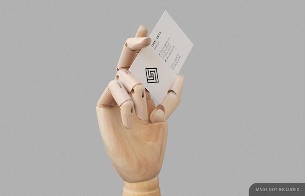 Biglietto da visita in mockup di mano di legno