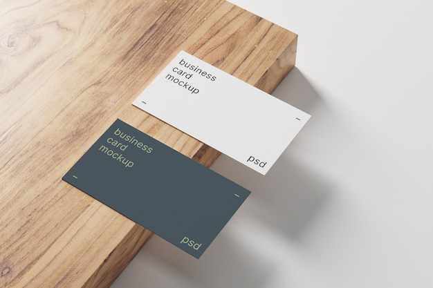 Biglietti da visita mockup su pannello in legno