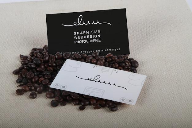 Mockup di carte de visite sur grain café