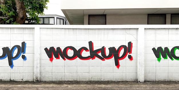 Mockup di graffiti sul muro di cemento stradale realistico