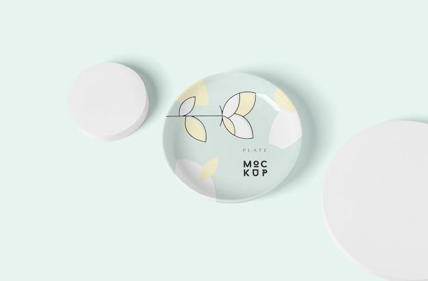 Mockup di piatto rotondo in ceramica o porcellana