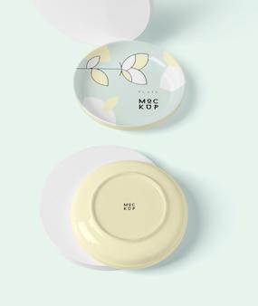 Mockup piatto tondo in ceramica o porcellana