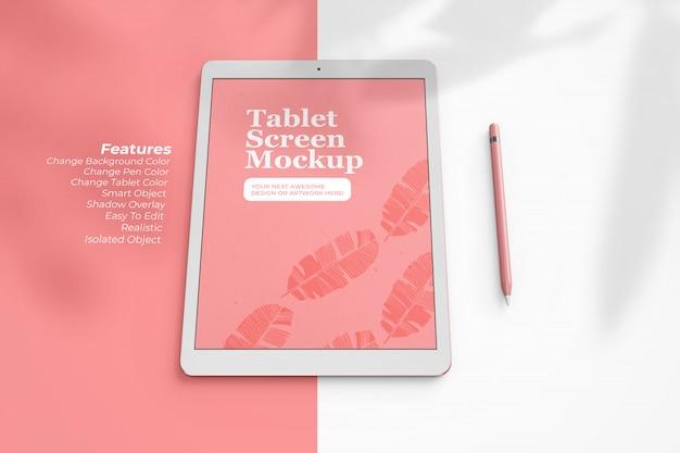Lo schermo da 12,9 pollici intercambiabile tablet mock up in prospettiva vista dall'alto