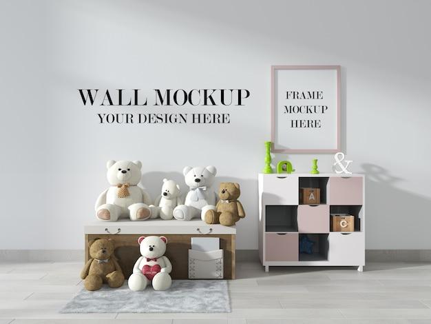 Mockup di cornice per parete e foto della stanza del bambino con orsacchiotti in camera