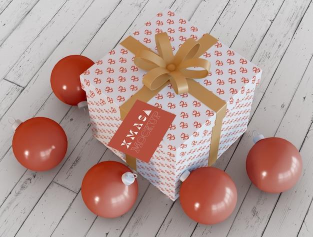Scatole regalo di natale con ornamenti mockup