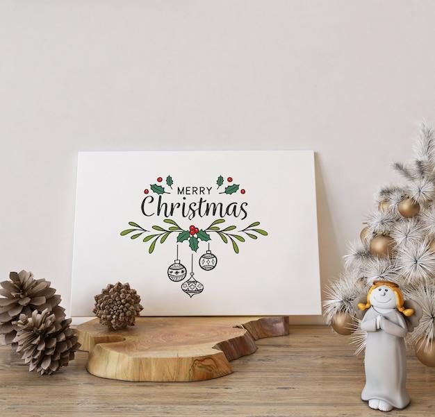 Mockup di biglietto di auguri di natale con decorazioni natalizie bianche