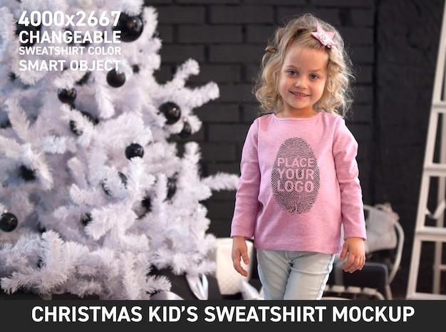Felpa natalizia per bambini mock up