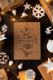 Mock-up natalizio con decorazioni bianche