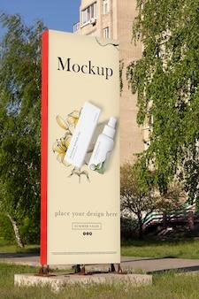 Mockup di progettazione di cartelloni pubblicitari della città
